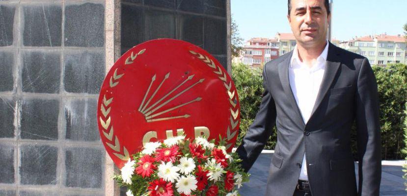 CHP Niğde il başkanı Erhan Adem, tarlada patates üreticisinin sorunlarını dile getirdi