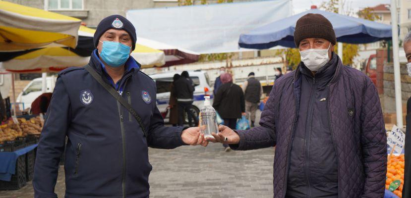 Belediyeden pazarcı esnafa dezenfektan
