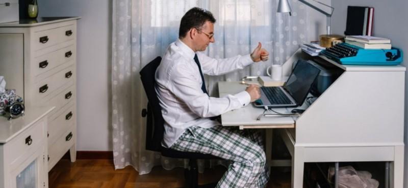 Altta pijama üstte gömlek şıklığı