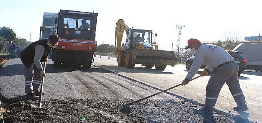 Antalya Büyükşehir Belediyesi Serik Caddesi Gebiz Yolu kesişim kavşağını düzenliyor