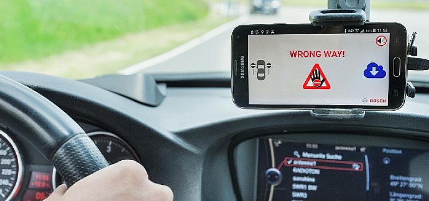 Bosch'un yanlış yönde giden sürücü uyarı sistemi artık ŠKODA araçlarında da yer alıyor