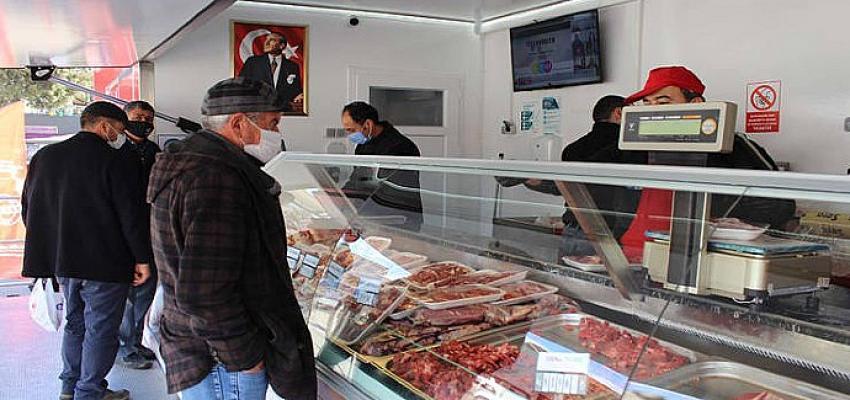 Halk Et Satış Tırında bir ayda 6385 vatandaşa 14 bin 396 kg et ürünü satıldı