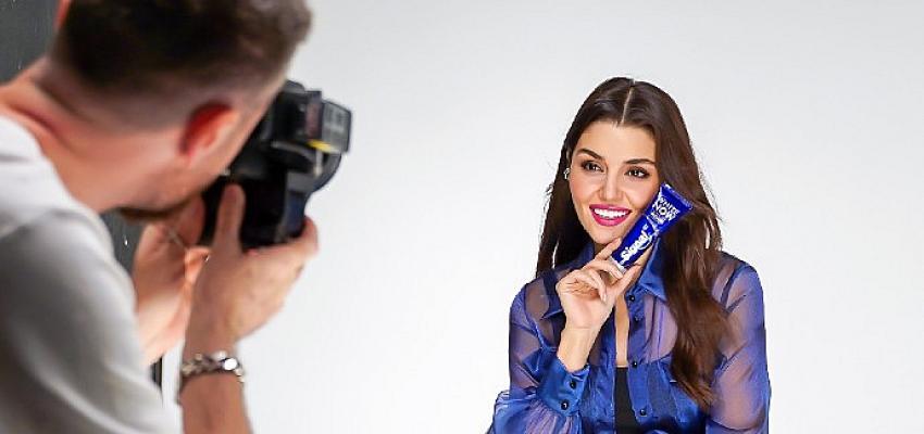 Hande Erçel'in rol aldığı reklam filmi yayınlandı