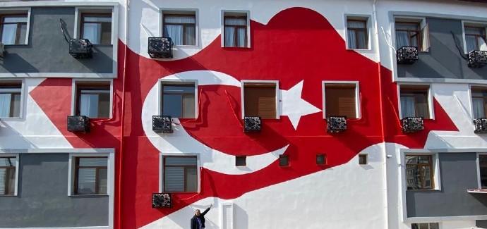 İYİ Partili Demir, Gençlik ve Spor İl Müdürlüğü'nün bayrağını gündeme taşıdı