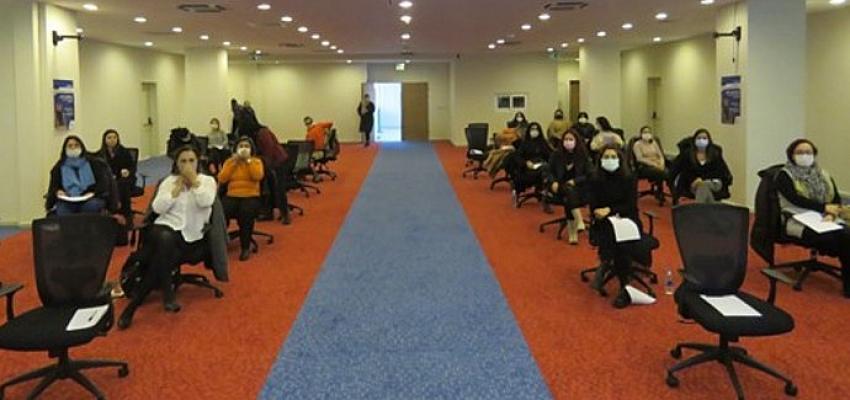 İzmir Büyükşehir Belediyesi pandeminin etkilerine karşı kadın çalışanlarına eğitim verdi