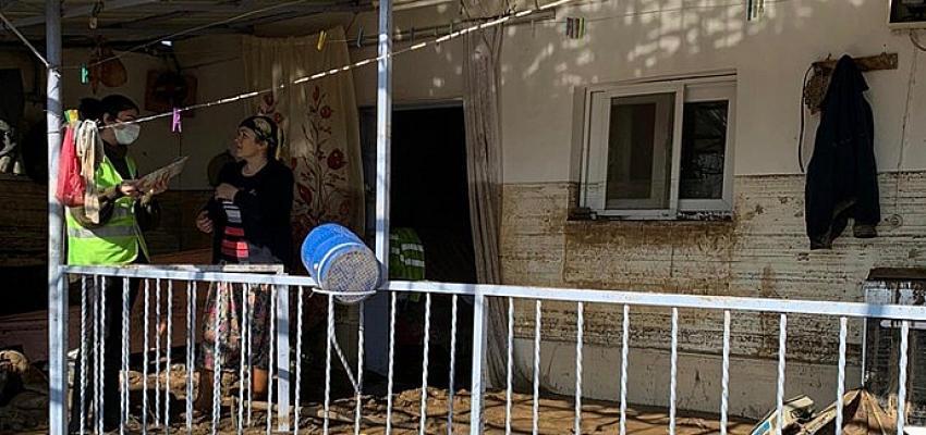 İzmir Büyükşehir Belediyesi'nin sel mağdurlarına desteği 13 milyon lirayı aştı