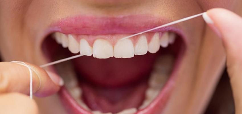 Zayıflamanın İlk Adımlarından Biri Diş İpi Kullanmak!