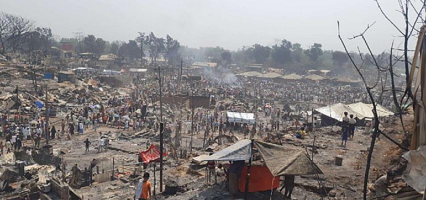 Arakanlı Müslümanları şimdi de yangın vurdu