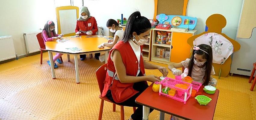 Kızılay Eğitim Seferberliğiyle Gelecek Kuşakları Kucaklıyor
