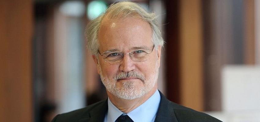 """Prof. Craig Calhoun: """"COVID-19 tüm dünyada devlet gözetimini artırdı"""""""