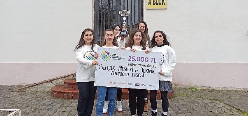 Yarışmaya Kız Öğrenciler Damga Vurdu