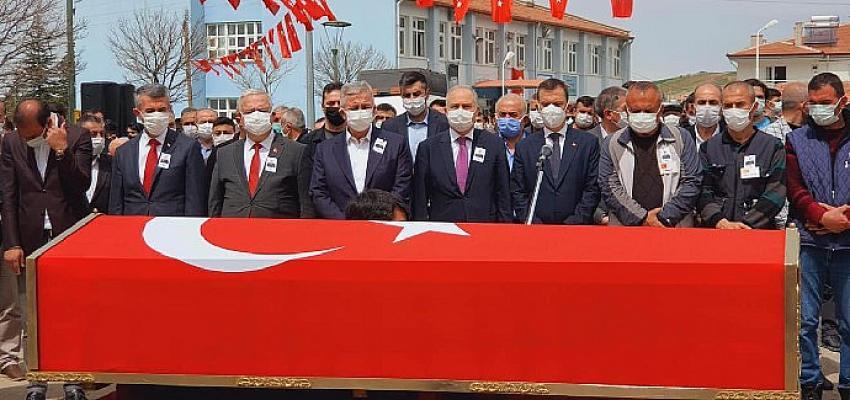 CHP'li Akıllı, Şehit Uzman Çavuş Nazmi Çelik'i son yolculuğuna uğurladı