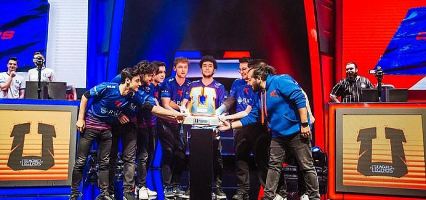 Espor turnuvasının şampiyonu belli oldu. Avrupa kupasıiçin yarışacaklar