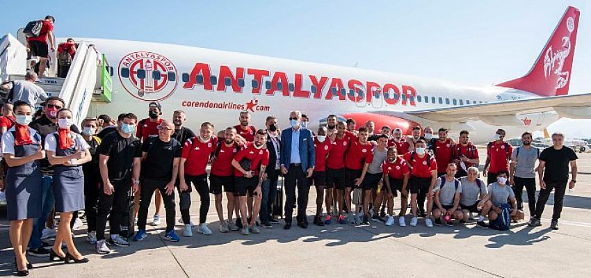 Antalyaspor, Ziraat Türkiye Kupası finali yolculuğuna Corendon Airlines'ın takım uçağıyla başladı
