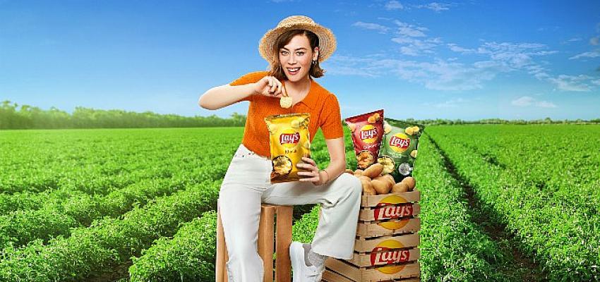 """Demet Evgar Yeni Reklam Kampanyasında """"Bizim Patates, Bizim Lay's"""" Diyor"""