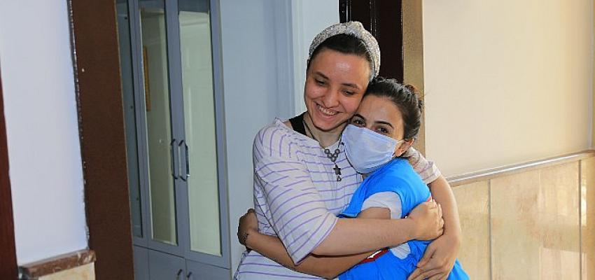 Umutlu Yaşam Uygulama Merkezi'nin öğrencileri annelerinin yüreklerine dokundu…