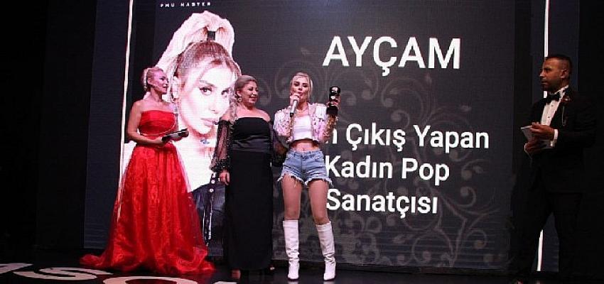 Ayçam'a Yılın En İyi Kadın Pop Sanatçısı Ödülü