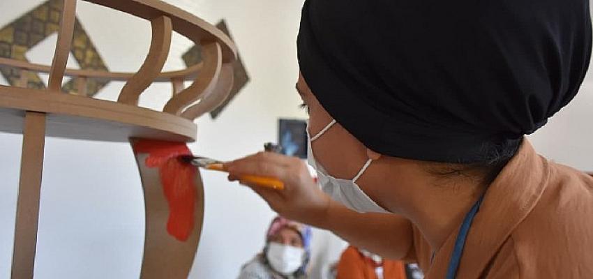 Edremit'te El Sanatları Kursları yeniden başladı