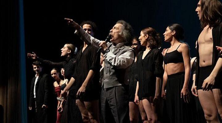 Mercan Selçuk'un, Timur Selçuk'un klasikleşmiş şarkılarına koreografi yaptığı Babamın Şarkıları 6 Kasım'da Uniq'te