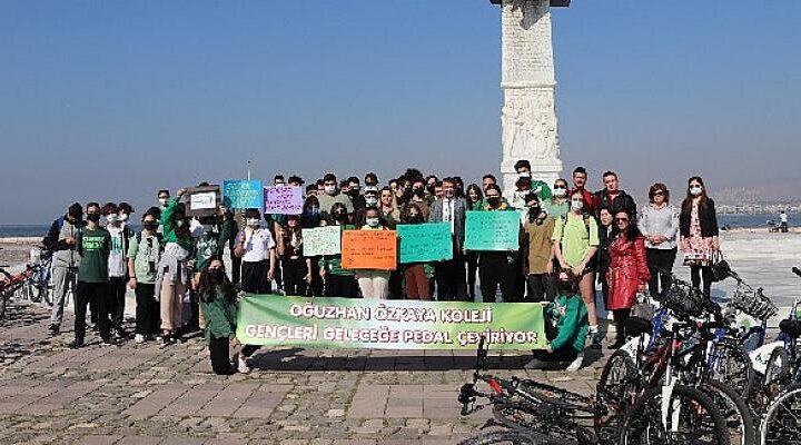 """Oğuzhan Özkaya Karabağlar Fen Lisesi Öğrencilerinin Hazırladığı """"Geleceğe Pedal Çevir"""" Çevre Projesi Bisiklet Etkinliği Yapıldı"""